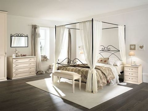 Romantic Classic Line Metal Bed with Sky